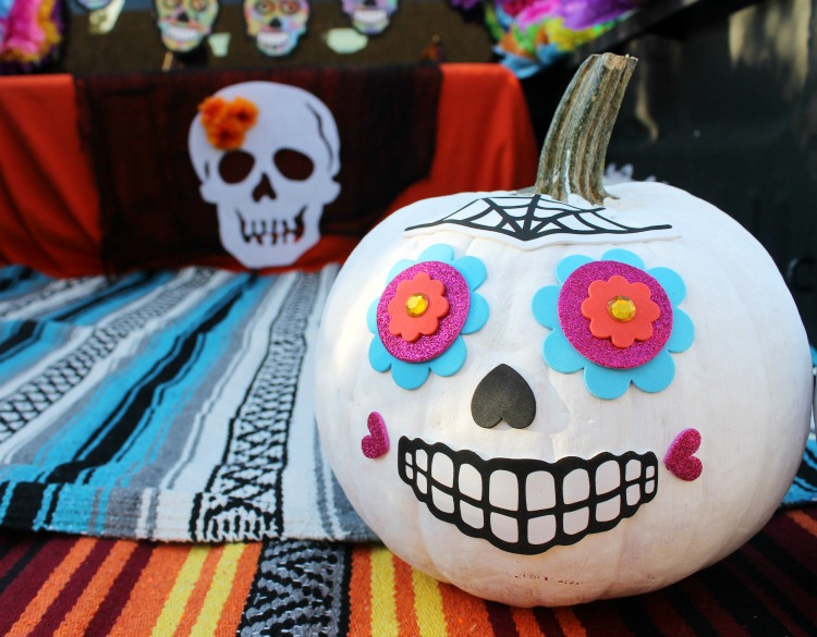 Day of the Dead Trunk or Treat Decorating Ideas: the Child at Heart Blog Check out this colorful and fun truck inspired by Dia de los Muertos and Sugar Skulls!