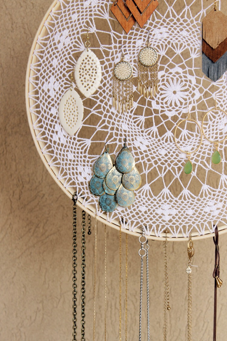 $2 Dreamcatcher Jewelry Display and Organizer: the Child at Heart Blog