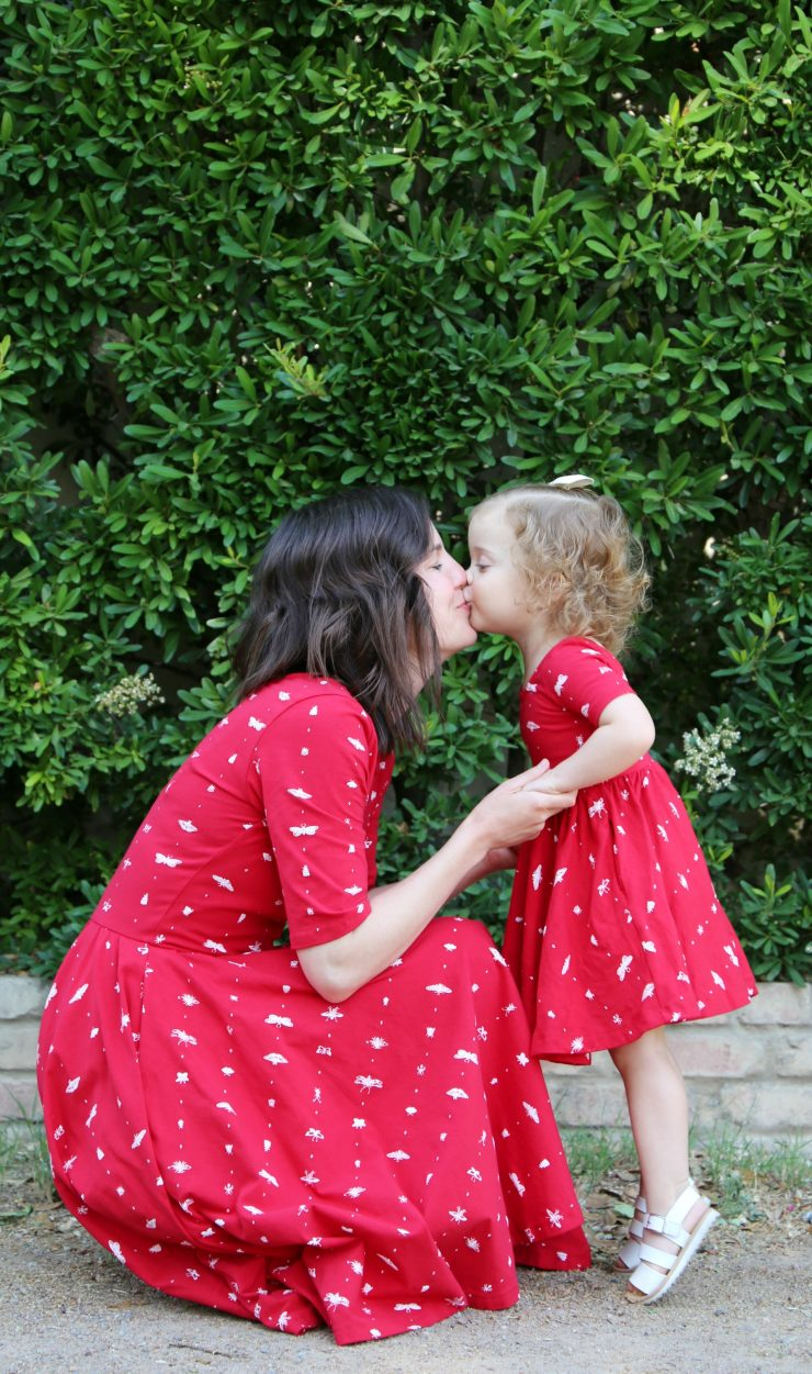 Mommy and Me Photo of Mom and Daughter Kiss Photo Pose